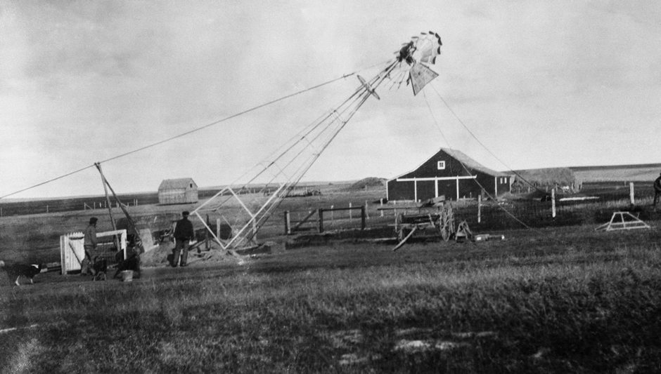 Raising a windmill in Alberta, c. 1910. One hundred and five years later, Alberta still has by far the dirtiest electricity in Canada: roughly 900 grams of CO2 come with every kilowatt-hour of Alberta electricity, versus less than 49 grams for Ontario. This is because wind cannot play more than a marginal role in electricity production. If that were not true, Alberta would not be making most of its electricity with coal.